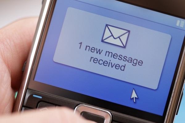Nhận tin nhắn thông báo của ngân hàng qua điện thoại