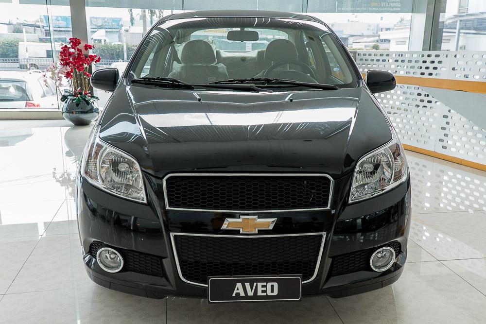 Xe Chevrolet Aveo màu đen sang trọng
