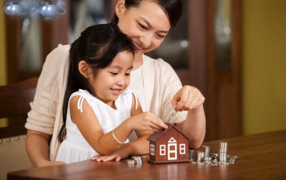 Gửi tiết kiệm cho con và mua bảo hiểm cho con, cái nào tốt?