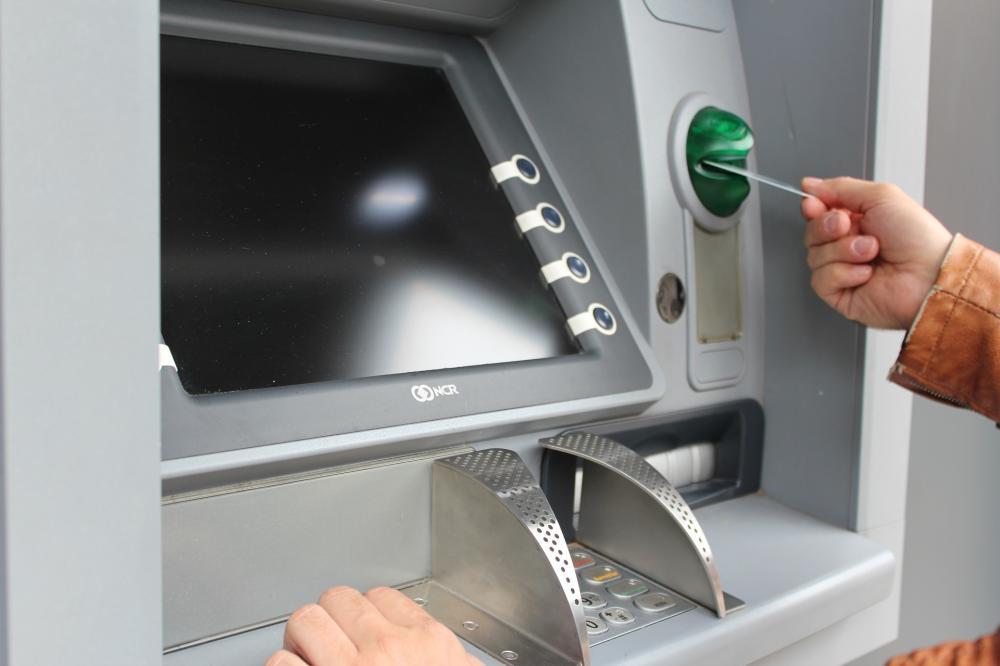 Lưu ý sử dụng thẻ ATM khi dưới 18 tuổi