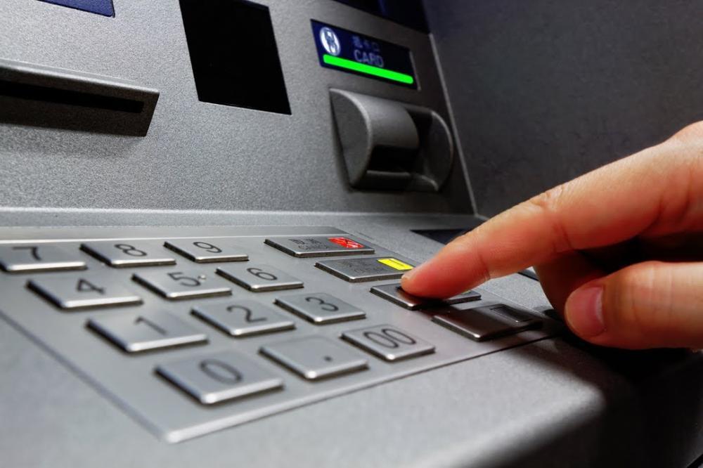 Rút tiền bằng debit card