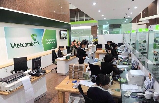 Khách hàng đăng kí vay vốn ngân hàng Vietcombank