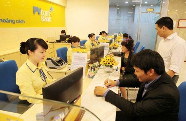 Khách hàng tin tưởng sử dụng dịch vụ ngân hàng PVCombank