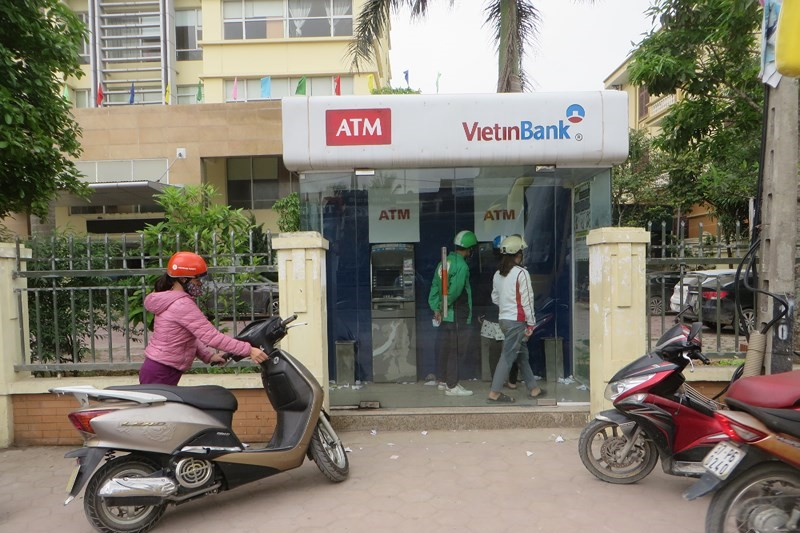 Phí chuyển tiền ngân hàng Vietinbank qua ATM - ảnh minh họa