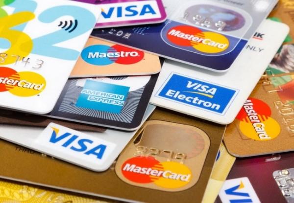 Thẻ tín dụng miễn phí thường niên - ảnh minh họa