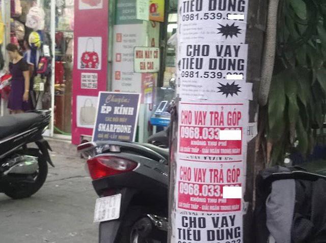 Tờ quảng cáo cho vay tiền trên cột điện - ảnh minh họa
