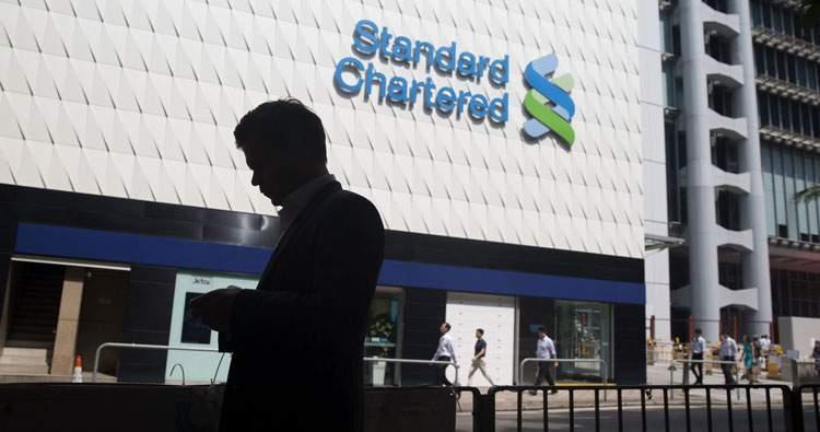 Khách hàng gửi tiết kiệm ngân hàng standard chartered