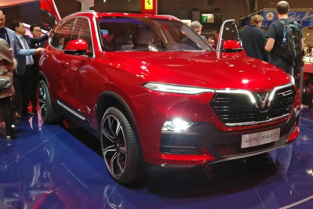 Mẫu xe SUV Vinfast Lux SA 2.0 - ảnh minh họa