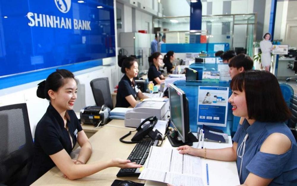 Khách hàng gửi tiết kiệm ngân hàng shinhanbank