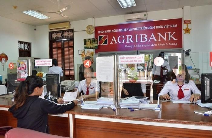 Khách hàng gửi tiết kiệm không kỳ hạn ngân hàng Agribank
