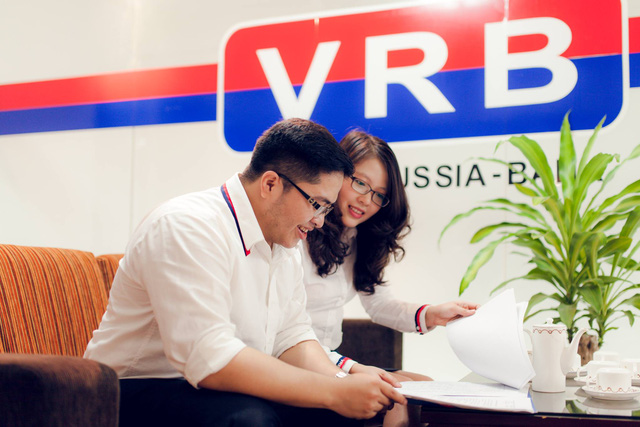 Làm thủ tục vay mua nhà tại ngân hàng VRB - ảnh minh họa