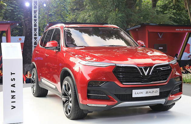 Vinfast Lux SA2.0 là mẫu xe màu đỏ hợp với người mệnh Hỏa - ảnh minh họa