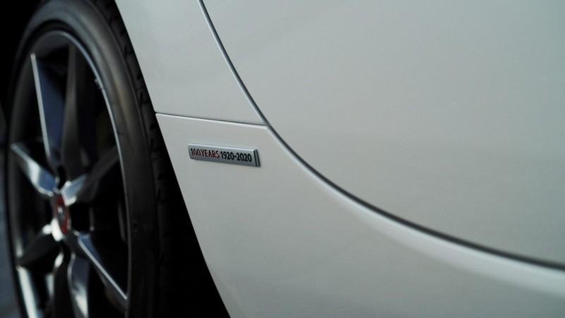 Logo kỷ niệm 100 năm thành lập Mazda trên Mazda 3