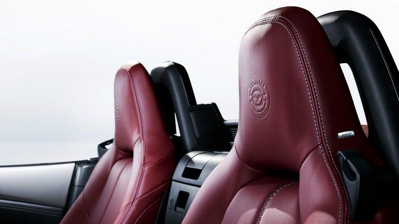 Nội thất Mazda MX-5 bản đặc biệt nhân dịp kỷ niệm 100 năm được gắn logo