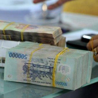 Làm gì để tiền gửi trong ngân hàng không 'bốc hơi'?