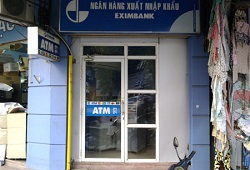 "Eximbank, Agribank tăng phí giao dịch, người dùng ""phát hoảng"""