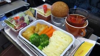"""""""Bán cơm"""" cho Vietnam Airlines, NCS thu về hơn 1,3 tỷ mỗi ngày trong năm 2017"""