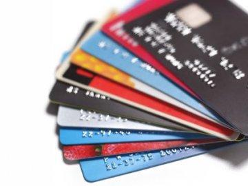 Thẻ ghi nợ là gì? Thẻ tín dụng và thẻ ghi nợ khác nhau thế nào?