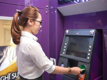 Phải làm gì khi bị khóa thẻ ATM?