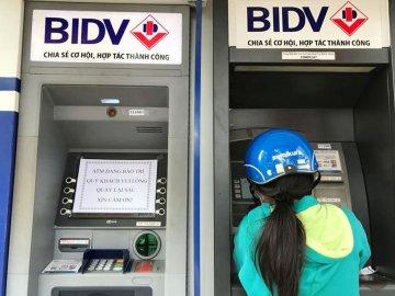 Nhiều khách hàng BIDV bỗng dưng mất tiền trong tài khoản dù thẻ ATM nằm im trong ...