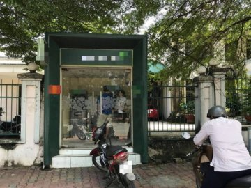 Phục sẵn ở cây ATM, người đàn ông khống chế cô gái 18 tuổi rút tiền để ...
