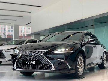 Lexus ES 250 2020 chốt giá 2,499 tỷ đồng rẻ hơn cả Mercedes-Benz E350 AMG