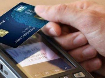 Thanh toán tiện lợi bằng thẻ không tiếp xúc.