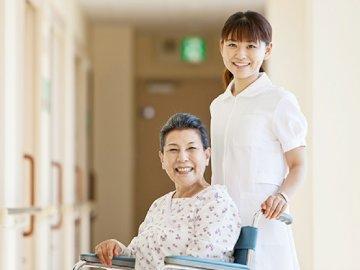5 gói bảo hiểm sức khỏe cho người trên 65 tuổi tốt nhất hiện nay